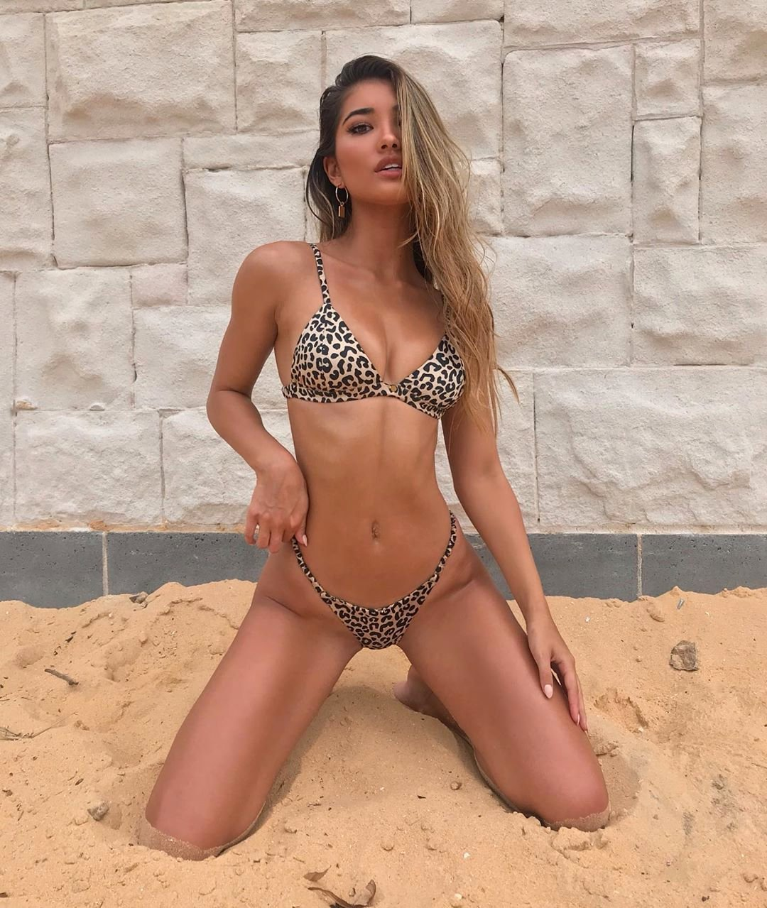 Leah Perkins на пляже фото