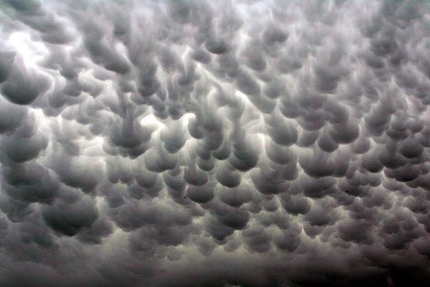 Вымяобразные облака - необычное природное явление на страницах мужского журнала brodude