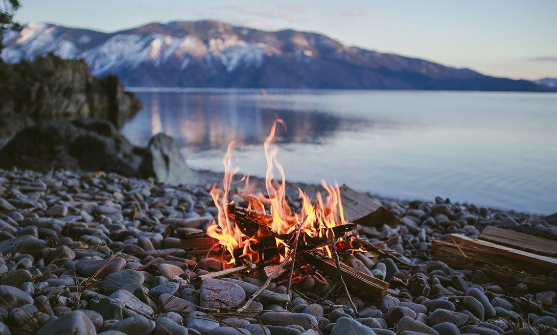 разжечь огонь без спичек, фото мужского журнала brodude