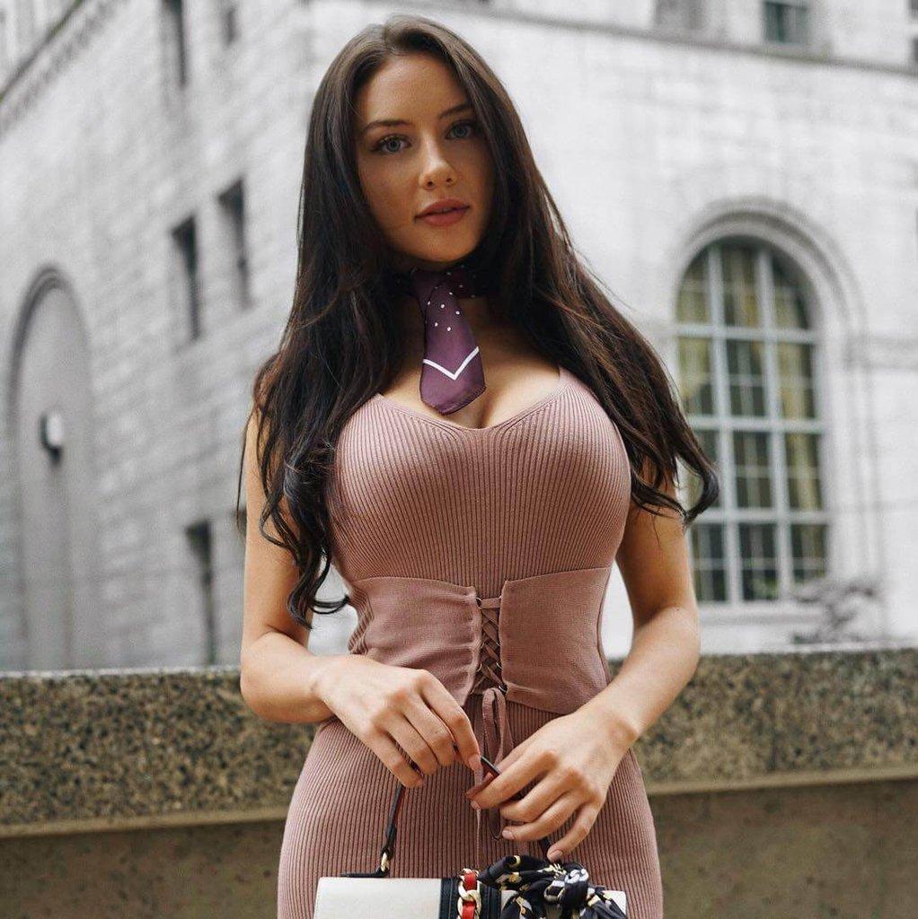 девушка из канады деловое фото Джодеки Раду