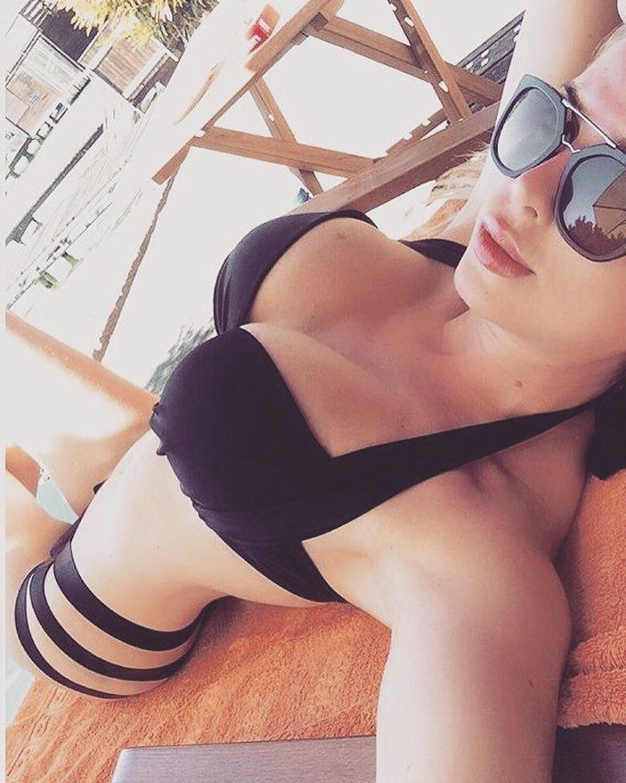 Мелисса Алессия фото в купальнике