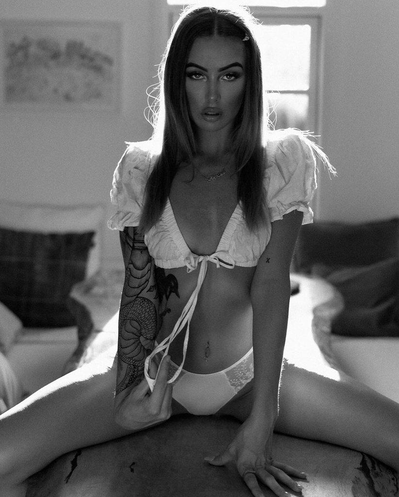 Красивые черно-белые фото девушек